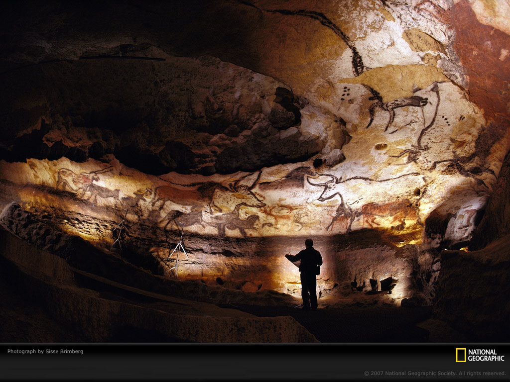 http://nagasawafamily.org/images/1105%20france%20trip/lascaux_cave_walls_national_geographic.jpg